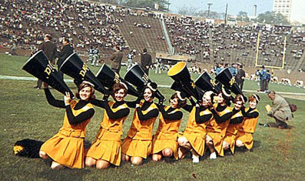 Cheerleaders 50 Years Ago (14 pics)