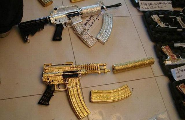 Handguns of a Mexican Drug Lord (9 pics)