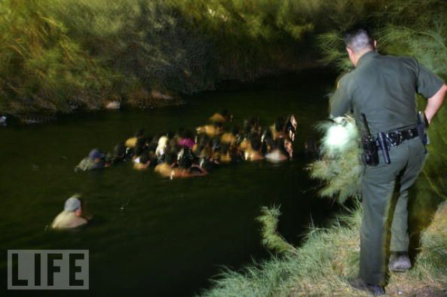 How Illegal Aliens Cross the Border (49 pics)