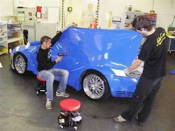 It's So Easy to Change Your Car Color! (16 pics)