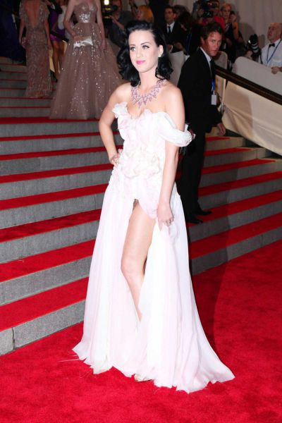 Beautiful Katy Perry at the Costume Institutes Gala Benefit (6 pics)