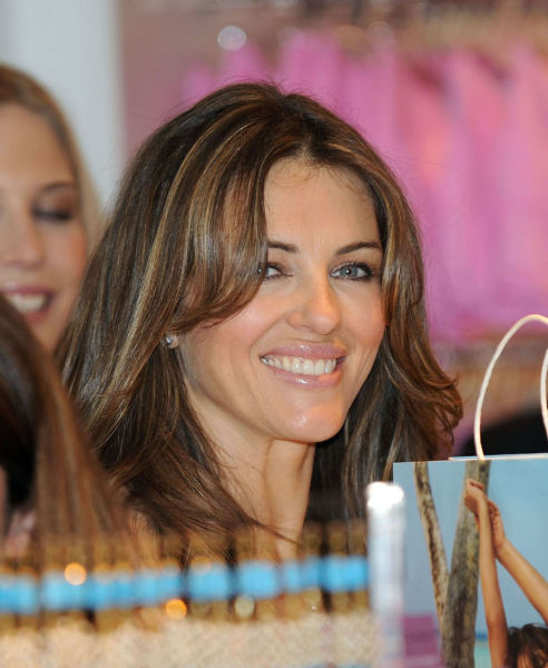 Elizabeth Hurley Is Still Desirable (9 pics)