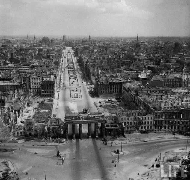 Post-war Berlin (30 pics)