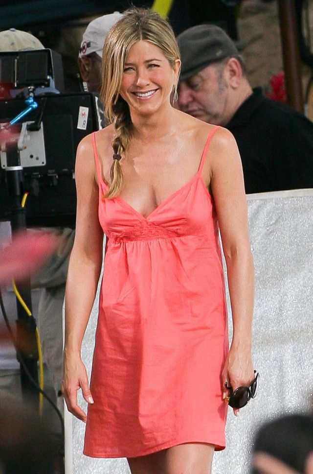 Jennifer Aniston Is Still Pretty Attractive (8 pics)