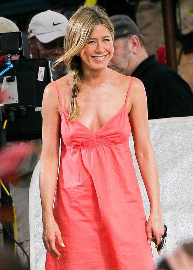 Jennifer Aniston Is Still Pretty Attractive (8 pics)