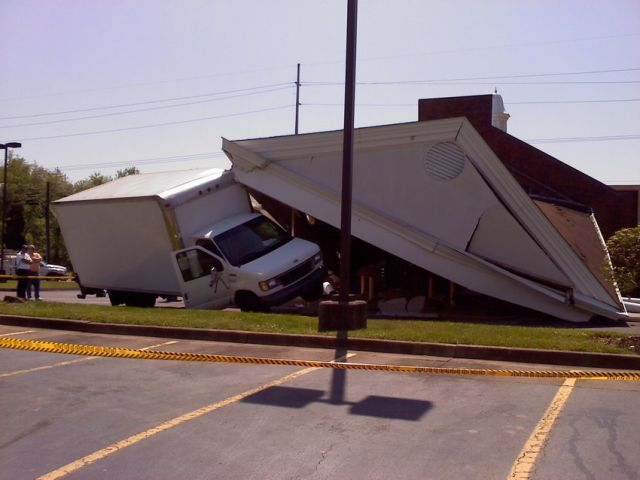 A Truck Driver Has a Bad Day (10 pics)