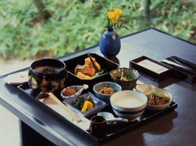 Japanese Business Lunch (17 pics)