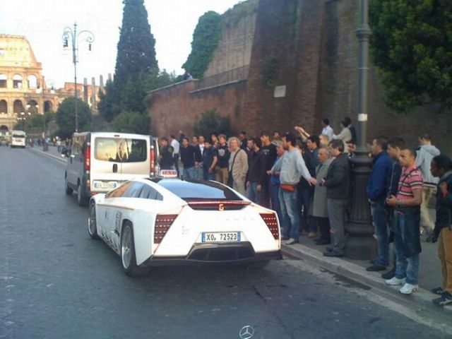 SuperTaxi Spotted in Rome (21 pics)