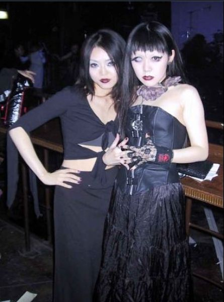 2 Japanese Gothic Girls 20 Pics
