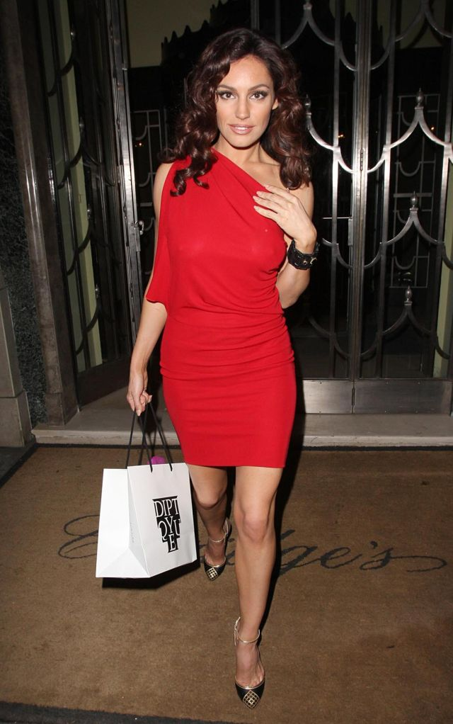 Kelly Brook Is Beautiful and Classy (11 pics)