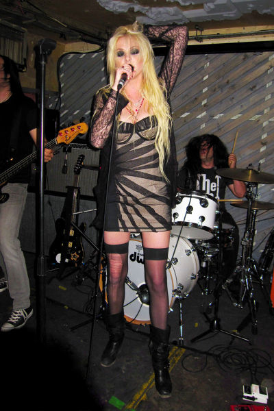 Taylor Momsen Looks Way Too Sexy for Her Age (14 pics)