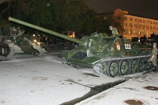A Russian Tank Flips Over (10 pics)
