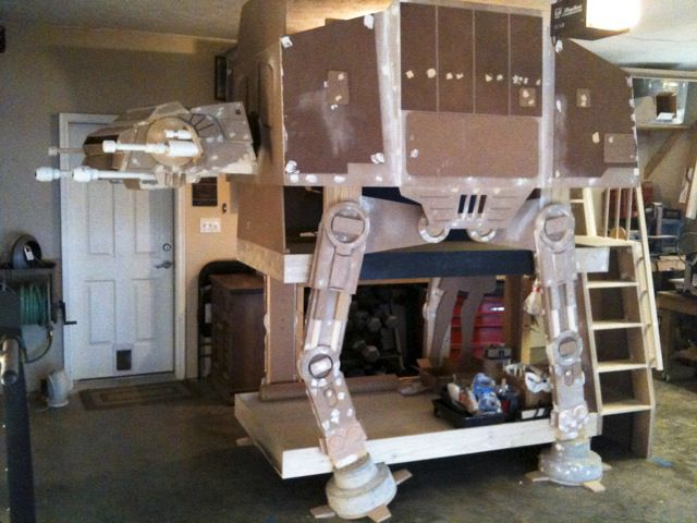 Crazy Imperial Walker Bed (15 pics)