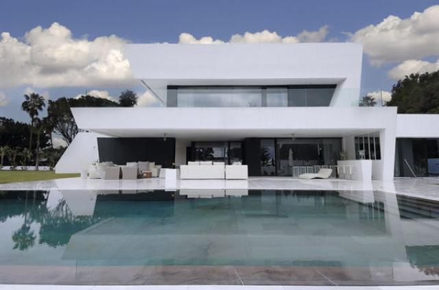 Elegant and Beautiful Sotogrande House (16 pics)