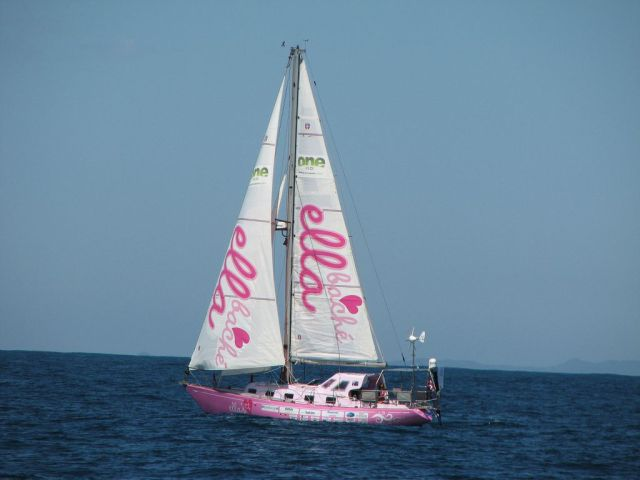 16-Year-Old Girl Crosses the World on Her Pink Boat (44 pics)