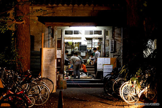 One Japanese Dormitory That Looks Like a Slum Building (21 pics)