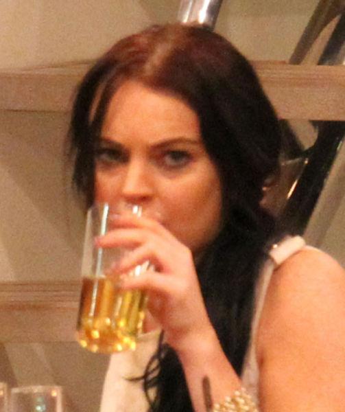 Lindsay Lohan Looks Like a Mess… Again (14 pics)