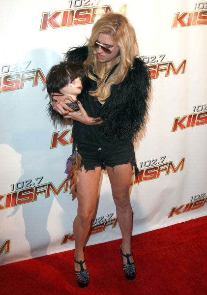 Ke$ha's Way of Being Even More Weird Than She Is Already (13 pics)