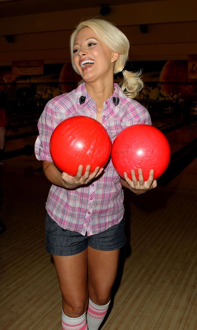 Playmate Holly Madison Is in good Shape (9 pics)