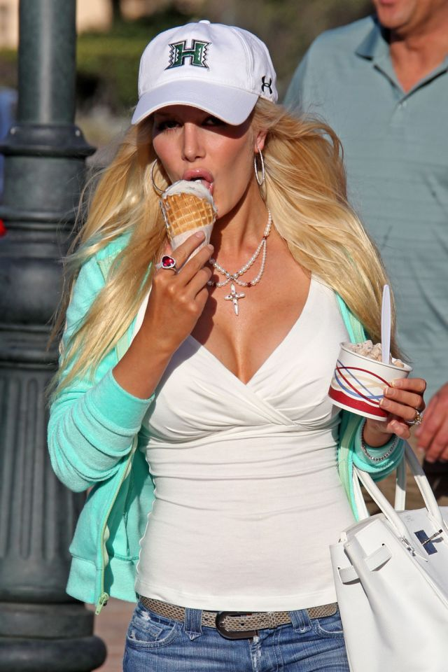 Heidi Montag Makes You Envy Her Ice Cream (9 pics)