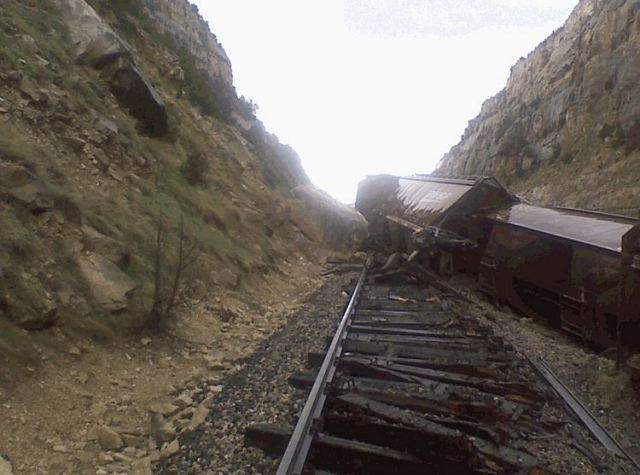 A Train Knocked off the Rails in America (9 pics)