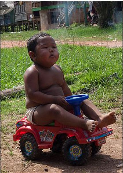 OMG of the Day! 2-Year-Old Kid Is a Heavy Smoker! (8 pics)