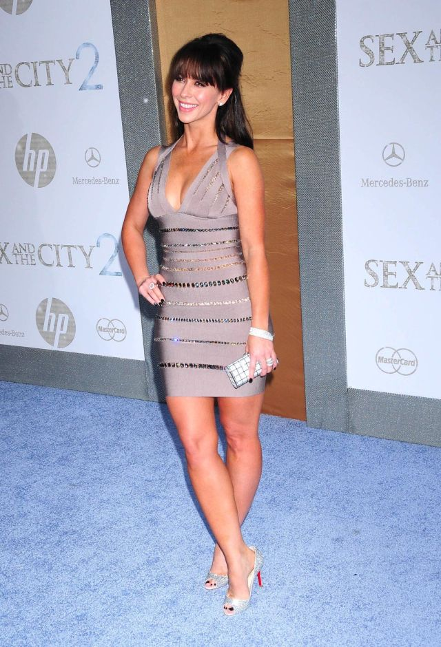 Jennifer Love Hewitt Is Still Very Cute (9 pics)