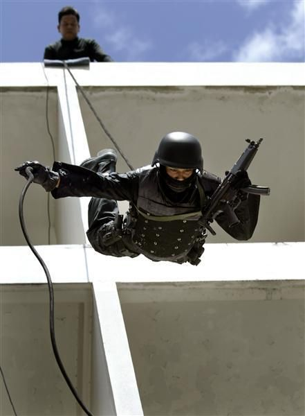 Special Forces from Different Countries in Action (54 pics)