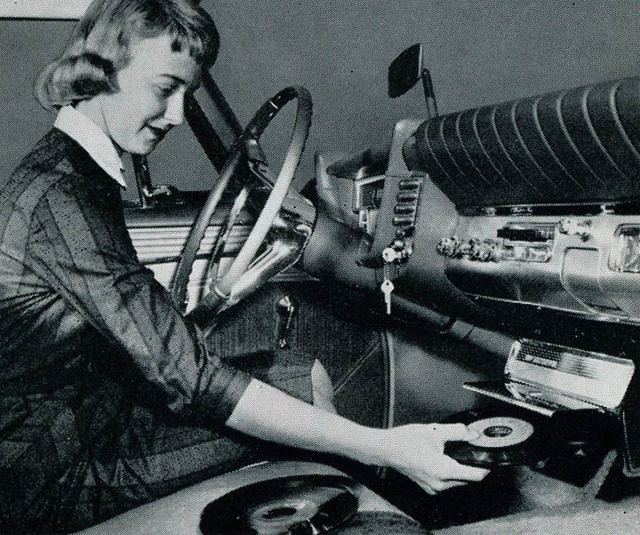 Cool Vintage Car Record Players (9 pics)