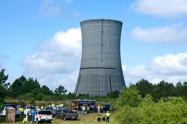 Incredible Demolition of the Colossal K Cooling Tower (9 pics)