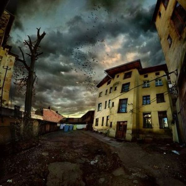 Some Scary Places (19 pics)