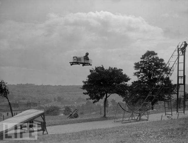 Crazy Stunts from the Past (26 pics)