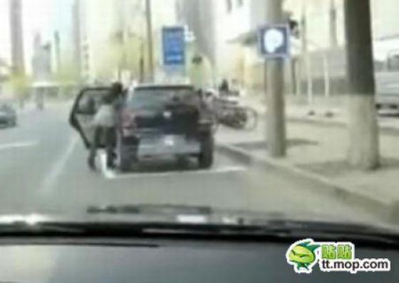 How the Chinese Resolve Parking Space Problems (8 pics)