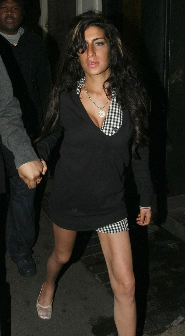 Amy Winehous Is a Drunk Mess (14 pics)