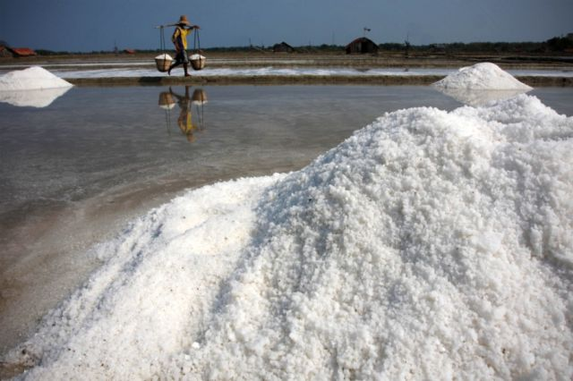Difficult Salt Extraction (28 pics)