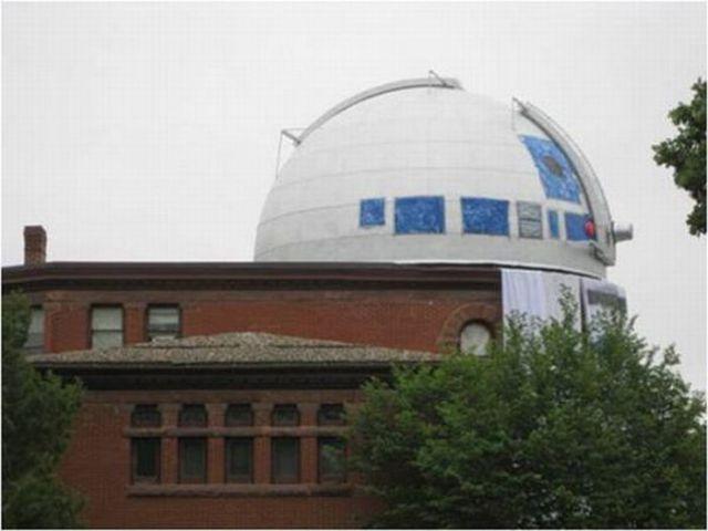 Excellent R2-D2 Observatory Prank! (6 pics)