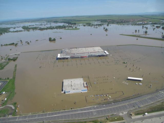 Flooded Supermarket (5 pics)