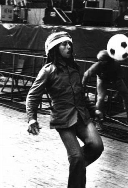 Bob Marley Playing with a Ball (13 pics)