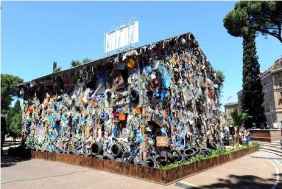 Garbage Hotel (17 pics)