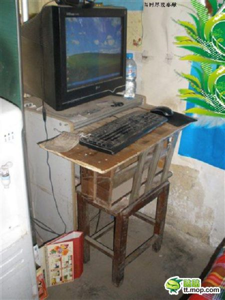 The World's Lamest Cybercafé (6 pics)