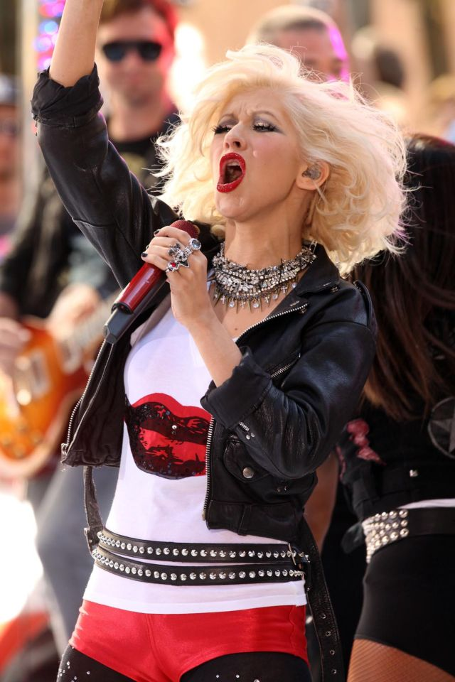 Christina Aguilera in Red Short Shorts (9 pics)