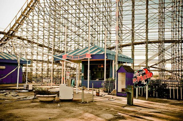 Amazing Pictures of Abandoned Amusement Park in New Orleans (54 pics)