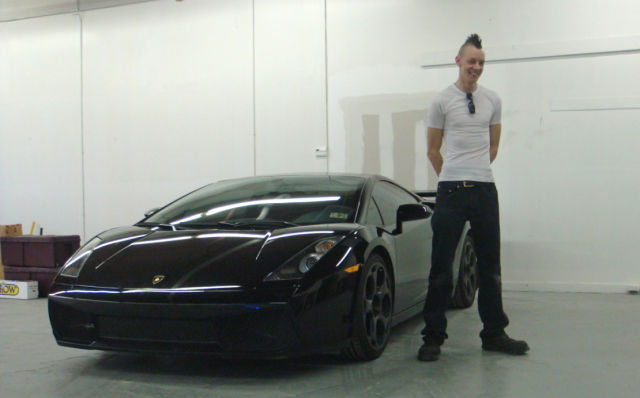 To Leave Everything Behind in a $180K Lamborghini (24 pics)