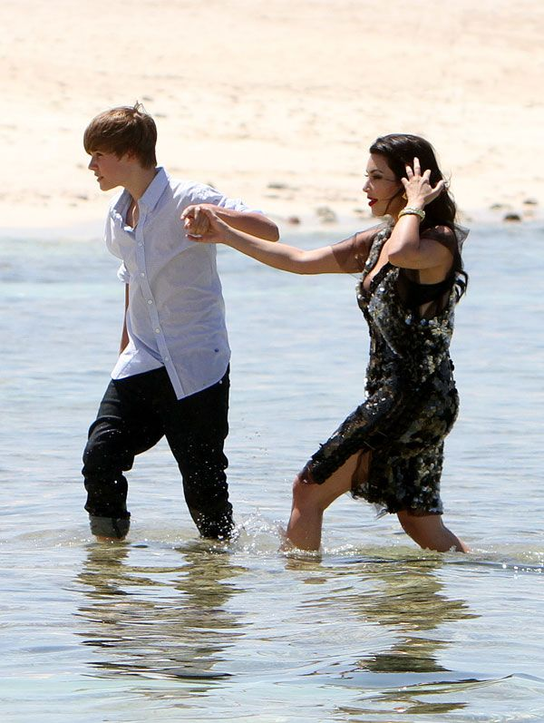 Little Boy Justin Bieber Meets Big Girl Kim Kardashian (8 pics)