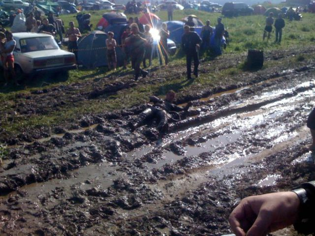 A Mud Bath for the Owner of a Bentley (23 pics)
