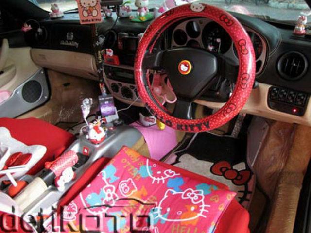 Ferrari and Hello Kitty Don't Go Together (8 pics)