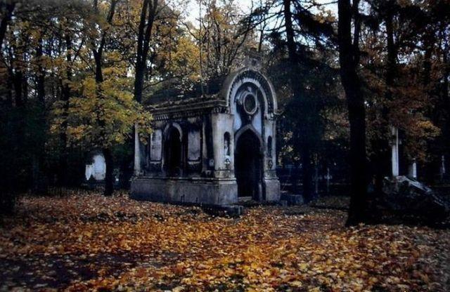 Graveyard Scenes (34 pics)