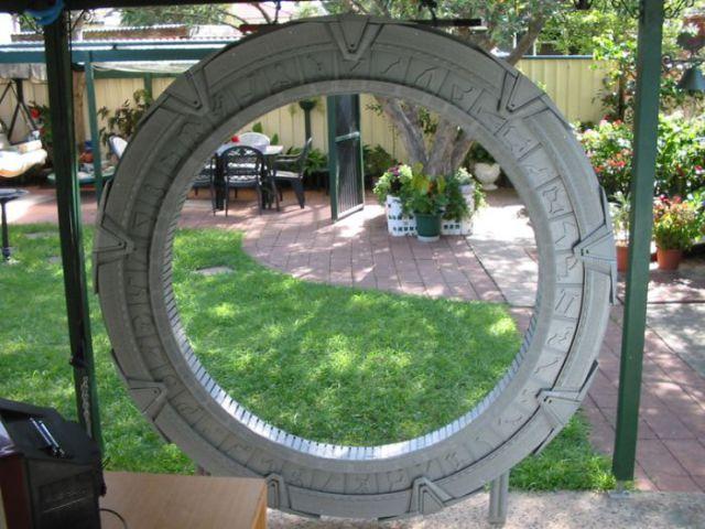 Small Replica of Stargate (13 pics)