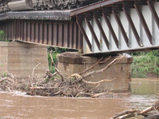 Very Dangerous Bridge (7 pics)