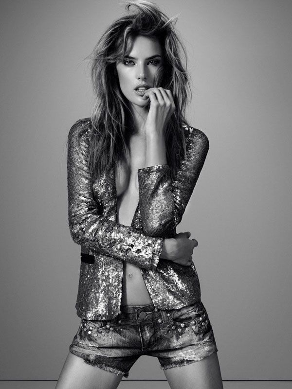 Alessandra Ambrosio Is a Pure Hawtness, as Always (7 pics)